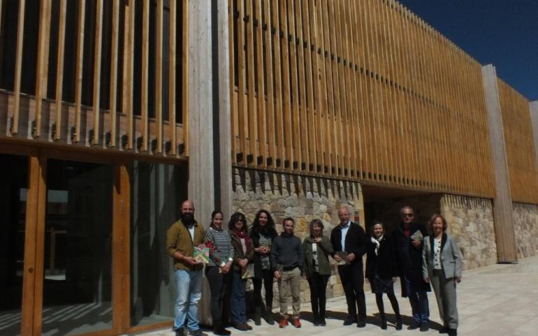 Una publicación recoge las obras y los creadores participantes en el proyecto Galería Vertical