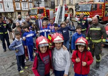 El Gobierno de Cantabria dota a Campoo de una autoescala y ampliará el Parque de Emergencias situado en Reinosa