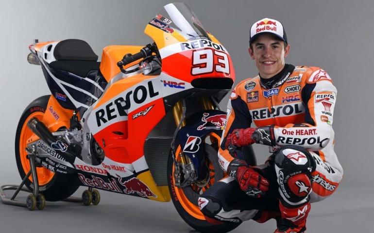 El Repsol Racing Tour exhibe en Reinosa la moto GP de Marc Márquez