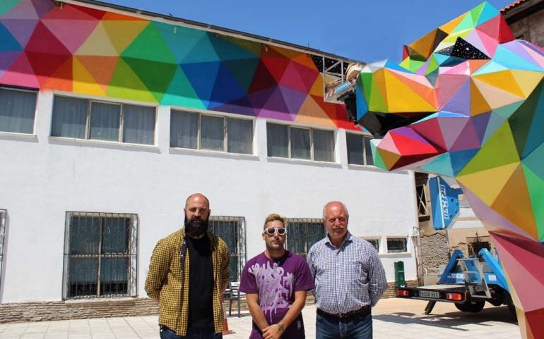 La naturaleza inspira el mural de grandes dimensiones que Okuda pinta en Reinosa