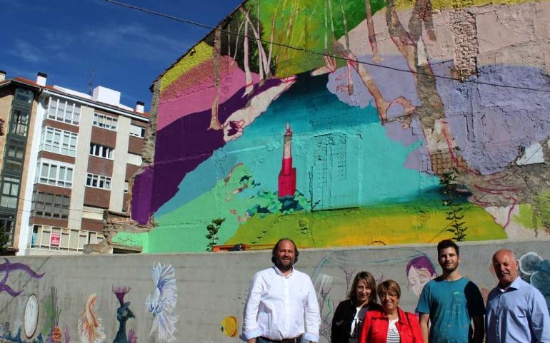 El Nacimiento del Ebro inspira el mural de grandes dimensiones pintado por Néstor del Barrio