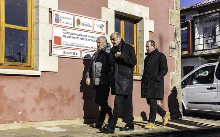 Mazón y Barrio visitan las viviendas rehabilitadas en la Casa de los Maestros