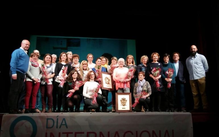 El Ayuntamiento reconoce a las mujeres reinosanas del sector sanitario