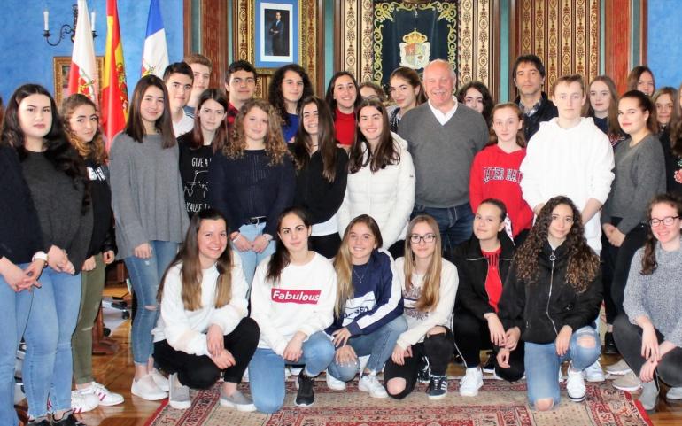 Visita de los alumnos del colegio Erasmus Gymnasium al Ayuntamiento de Reinosa