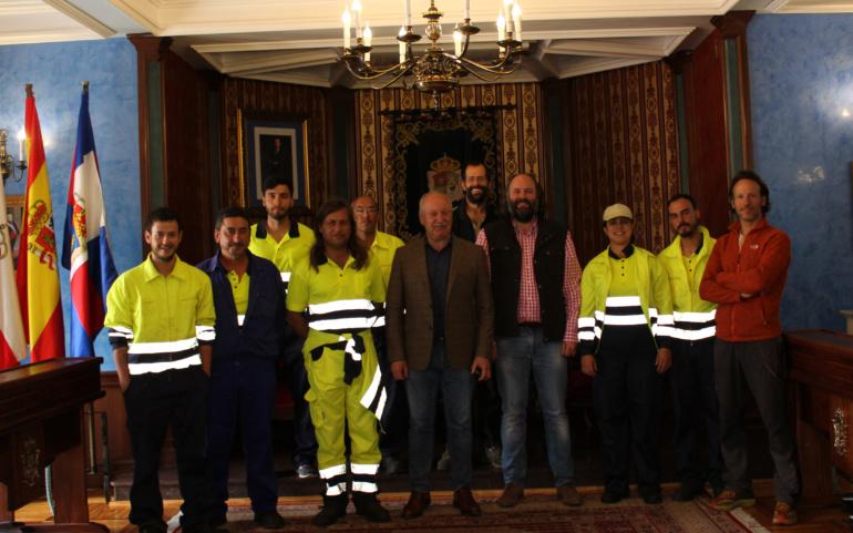 Firma de contratos del primer grupo de trabajadores contratados a través del programa de Corporaciones Locales