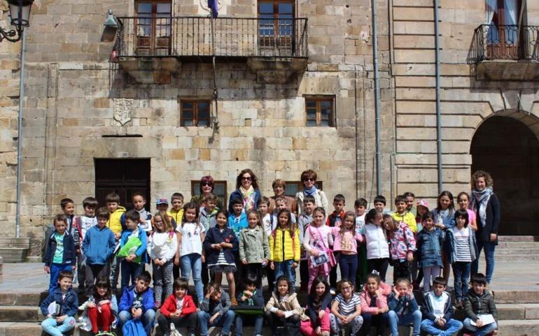 Alumnos del Colegio Alto Ebro visitan el Ayuntamiento de Reinosa