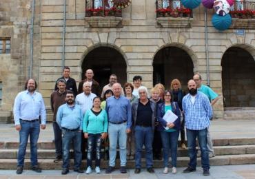 Firma de contratos de los alumnos-trabajadores del nuevo taller de empleo