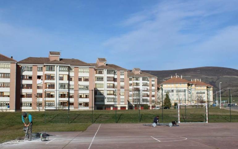 Las obras de mejora de la pista polideportiva de El Ferial concluirán la próxima semana