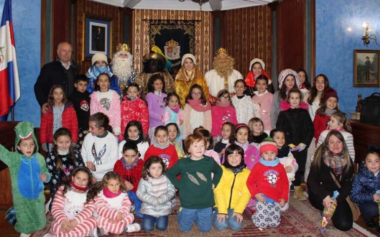 Los Reyes Magos acudieron a su cita con los niños reinosanos