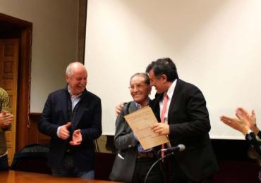 El consejero de Cultura agradece a Ángel Manzano la cesión de la partitura original del Himno a Cantabria