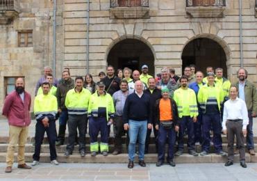 Firma de contratos de los trabajadores incorporados a la plantilla municipal a través del Programa de Corporaciones
