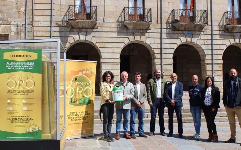"""Reinosa gana el """"Contenedor de Oro' de mayo tras aumentar el reciclaje de envases de vidrio en un 19%"""