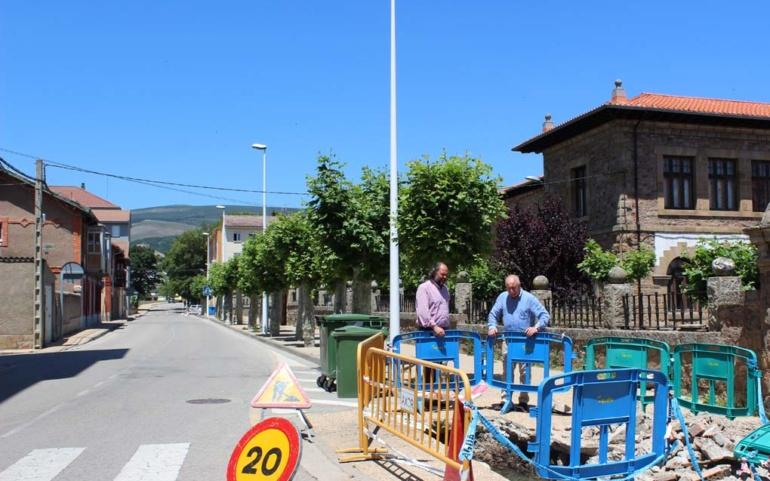 El Consistorio renueva la red de abastecimiento de la calle Concha Espina