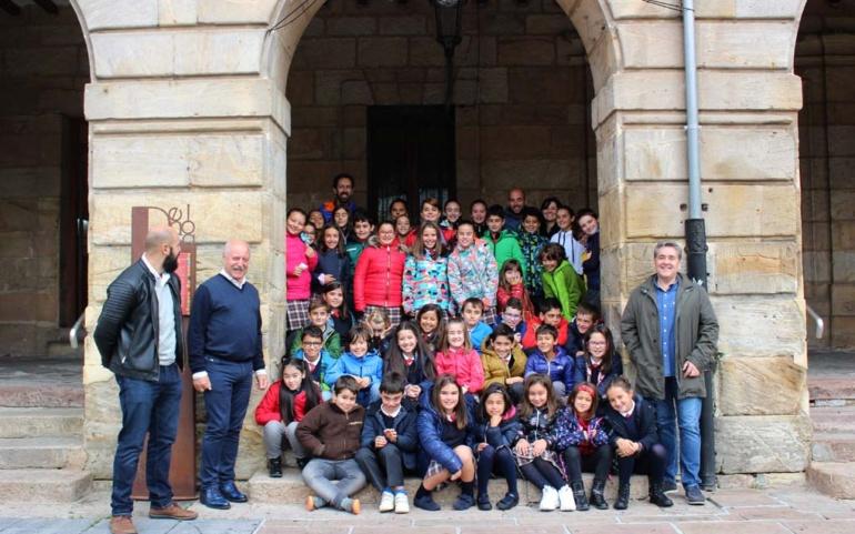 Visita del Colegio Antares al Ayuntamiento de Reinosa