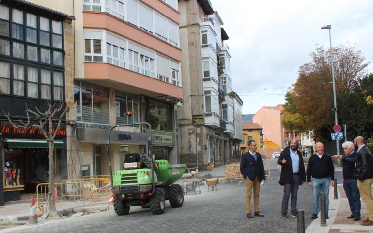 El Ayuntamiento acomete los últimos trabajos de la regeneración urbana de la Avenida de Puente de Carlos III