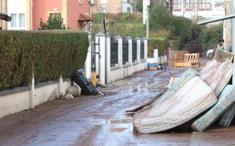 Los Servicios  Sociales siguen evaluando las necesidades de los vecinos afectados por las inundaciones