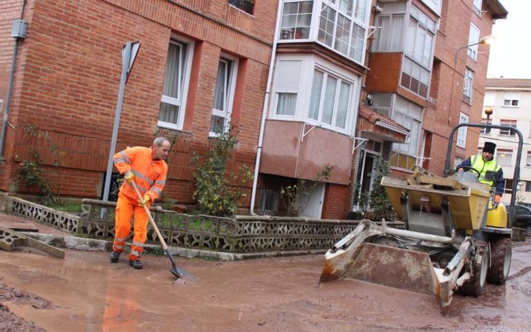 Continúan los trabajos para restablecer los servicios básicos en las zonas afectadas por las inundaciones