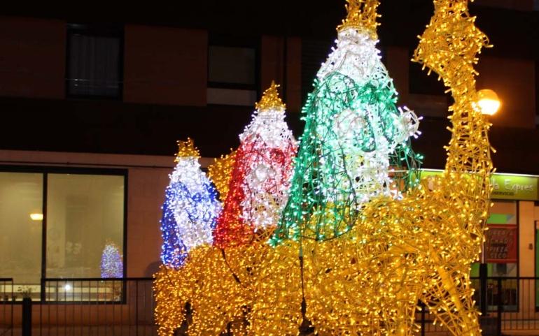 Reinosa da la bienvenida a la Navidad con el encendido del alumbrado