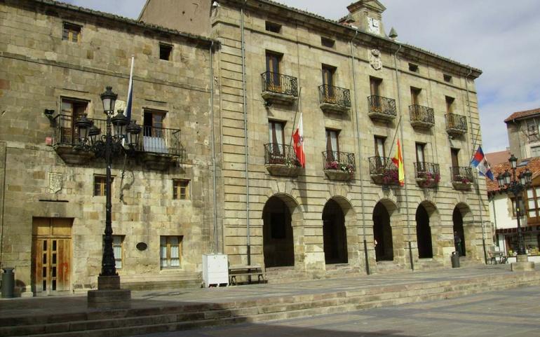 El Ayuntamiento cierra todas las instalaciones municipales salvo su sede de la Plaza de España