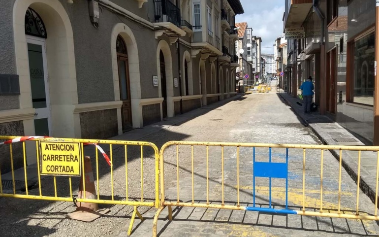 Suspensión temporal de los trabajos de renovación del abastecimiento y el alcantarillado de Ramón y Cajal y calle Alta