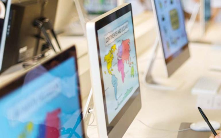 El Ayuntamiento se une a Adamo para ofrecer internet de alta velocidad gratis a escolares en riesgo de exclusión