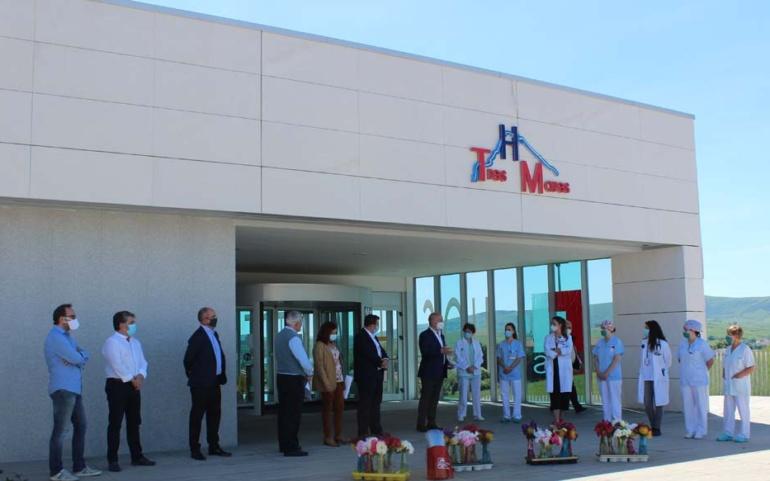 Homenaje de los Floristas, Coercan y el Ayuntamiento de Reinosa a la plantilla del Hospital Tres Mares