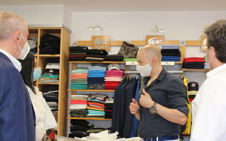 La directora general de Comercio y Consumo recaba las necesidades de los comerciantes de Reinosa