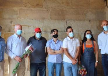 Usuarios de AMPROS agradecen con flores la colaboración del Ayuntamiento de Reinosa