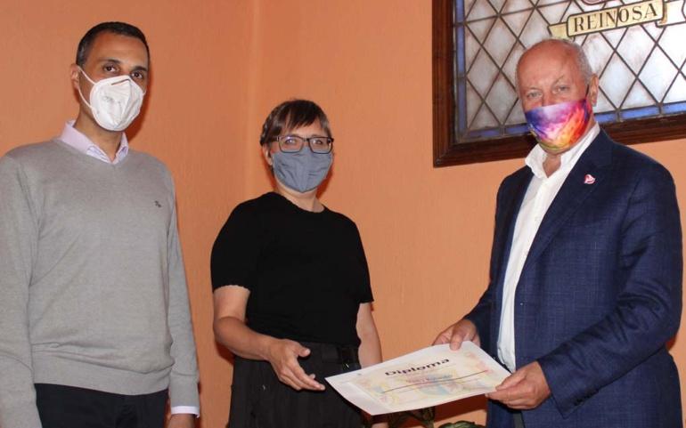 Vicky Kylander recoge el premio del Concurso Nacional de Pintura Casimiro Sainz