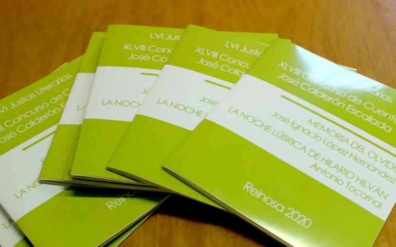 El Ayuntamiento distribuye el libro con los trabajos ganadores de las Justas Literarias y el Calderón Escalada