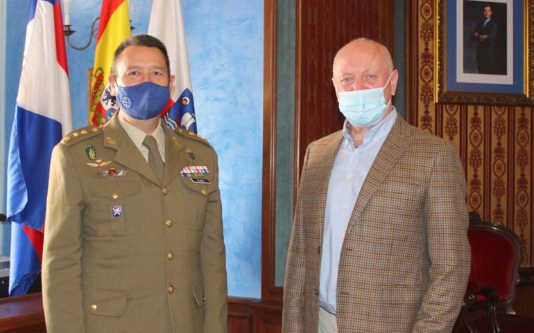 El alcalde de Reinosa se reúne con el delegado de Defensa en la región