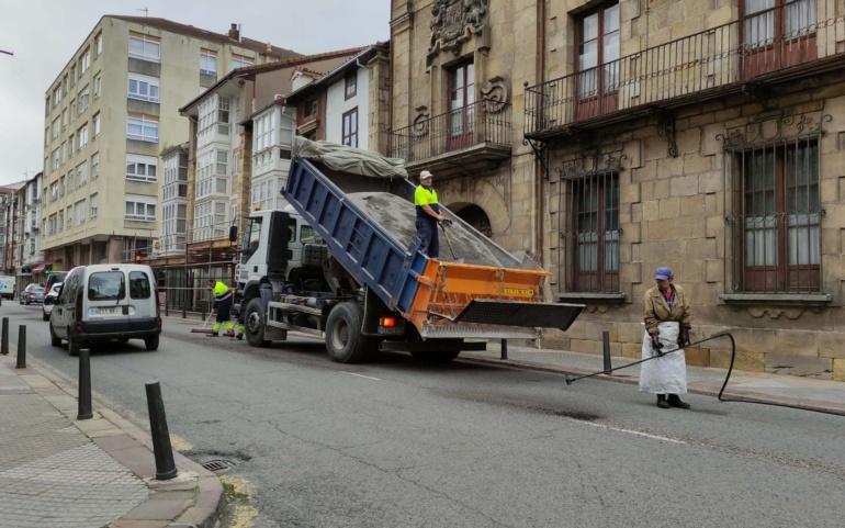 El Ayuntamiento ejecuta su campaña anual de bacheo