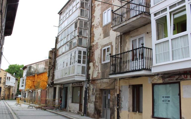 EL Ayuntamiento demolerá los edificios declarados en ruina de calle Rodrigo de Reinosa antes de que finalice junio