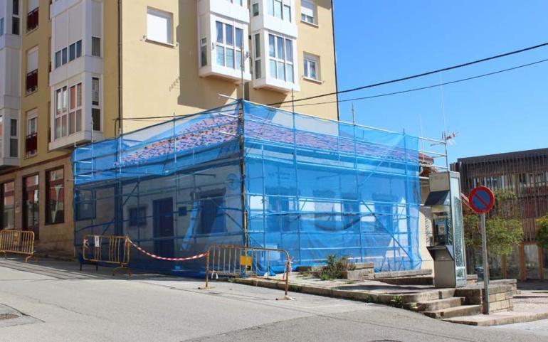 Comienza la renovación de la cubierta de la sede de la Agrupación de Protección Civil