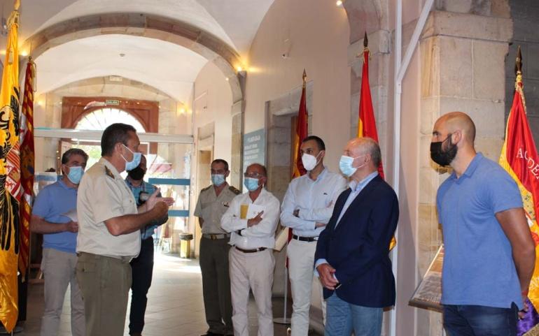 La Casona acoge una exposición de banderas históricas de España